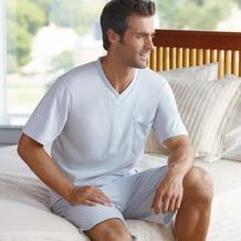 Jockey Nachtwäsche Pyjama, kurzarm mit V-Ausschnitt. Oberteil uni mit Kontrasteinfassung am Ausschnitt. 1 Brusttasche, Hose gestreift harbor gray 4XL