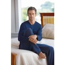 Jockey Nachtwäsche Pyjama, langarm mit V-Ausschnitt. Oberteil uni mit Kontrasteinfassung am Ausschnitt. 1 Brusttasche, Hose gestreift navy 4XL