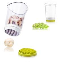 """Tomorrow's Kitchen Schnitt- und Auffangbehälter """"Slice&Catch"""" weiß/grün"""