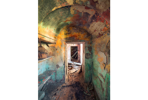 "Komar Stefan Hefele / Lost Places Vlies Fototapete \""GameofColors\"" 200 x 280 cm"