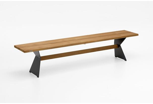 Niehoff Garden Bank NERO Sitzfläche Teak massiv gebürstet Gestell Winkelwange schwarz mit Steg in Teak 200x40/46cm