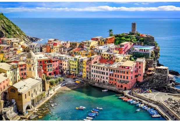 papermoon Fototapete Colorful Village Vernazza, Cinque Terre 350 x 260 cm Vlies