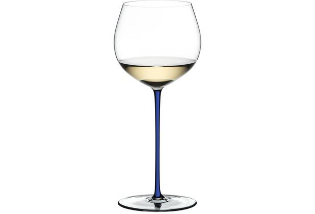 Riedel Fatto A Mano Oaked Chardonnay Glas mit dunkelblauem Stiel