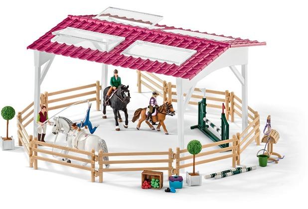 Schleich Reitschule mit Reiterinnen und Pferden