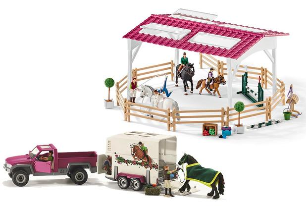 Schleich Reitschule mit Reiterinnen und Pferden und Pick-up mit Pferdeanhänger