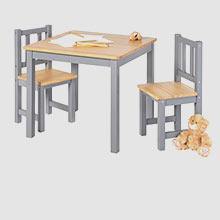 Kindertisch und Stühle